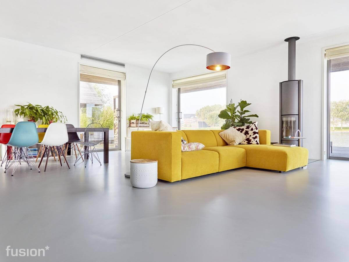 https://www.fusiongietvloeren.nl/images/content-images/Fusion-Gietvloer-moderne-woonkamer.jpg